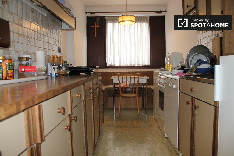 Furnished room in 3-bedroom apartment in Favoriten, Vienna