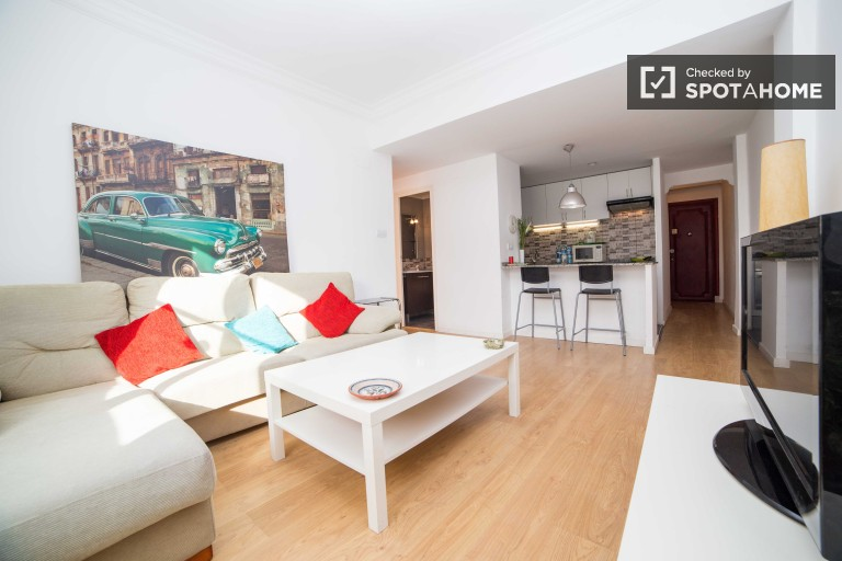 Bright 3 bedroom apartment with utilities included for rent in Camins al Grau, Valencia
