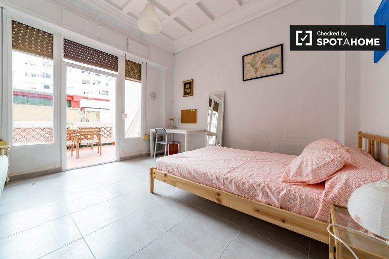 Chambre confortable dans un appartement partagé à Extramurs, Valence