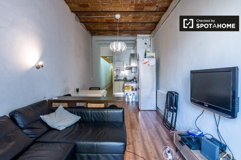 Charming room for rent in Poblenou, Barcelona