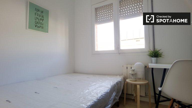 Cozy room in 5-bedroom apartment in Barri Gòtic, Barcelona