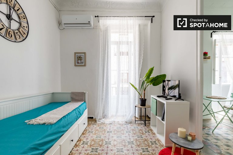 Downtown studio apartament do wynajęcia w Ciutat Vella, Valencia