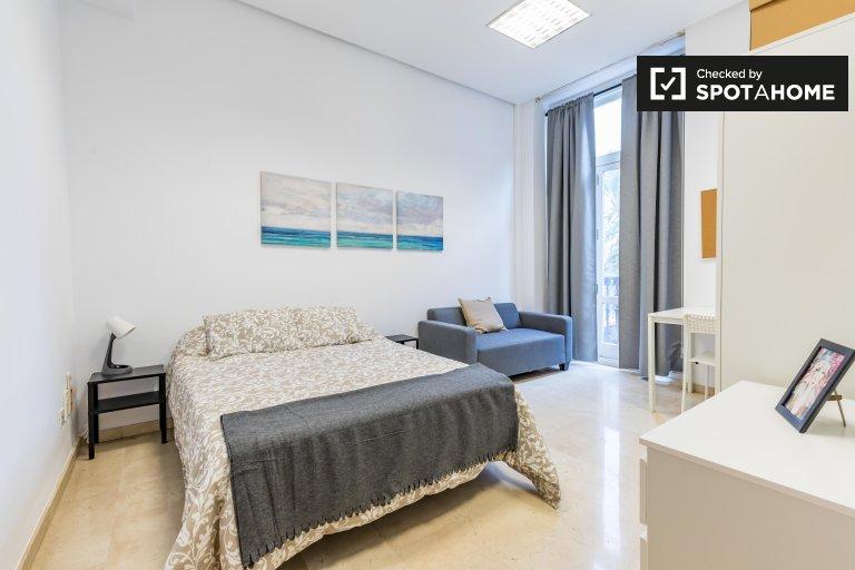 Quarto luminoso em apartamento de 7 quartos Ciutat Vella, Valência