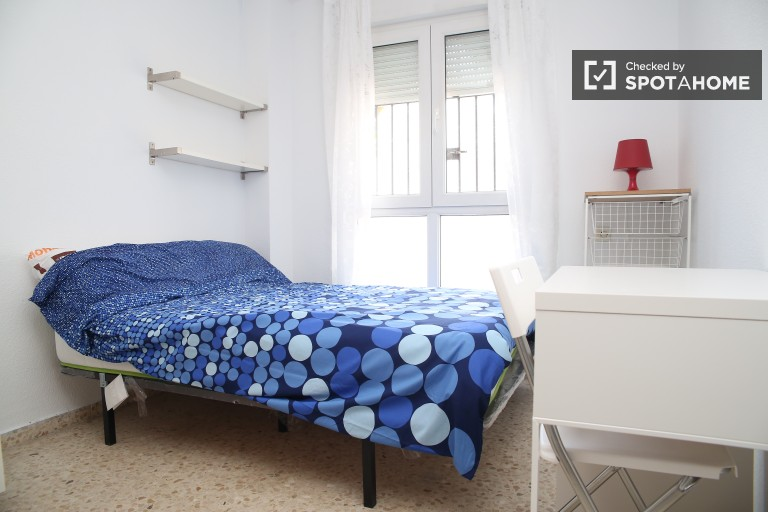 Double Bed in 5 big bedrooms with double beds for rent in Santa Cruz, 10 minutes from Santa Justa Station