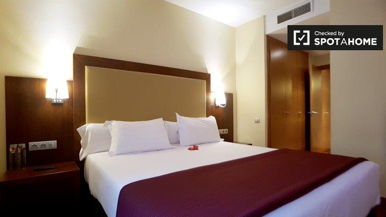 Agradável apartamento de 3 quartos para alugar em Eixample, Barcelona