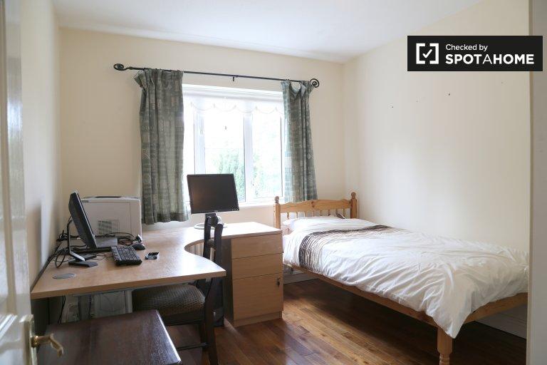 Umeblowany pokój do wynajęcia w domu z 4 sypialniami w Knocklyn