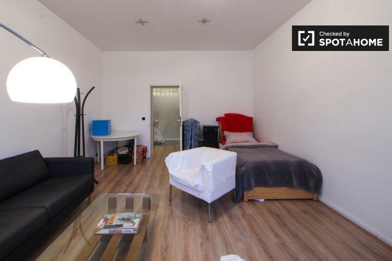 Pokój z balkonem w apartamencie z 3 sypialniami w Reinickendorf