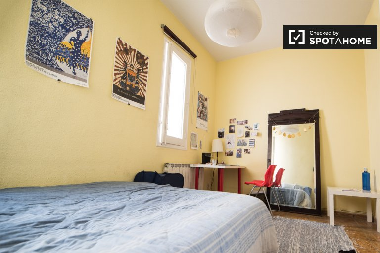 Room for rent in 4-bedroom apartment in Atocha