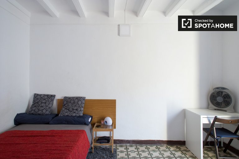 Furnished room in shared apartment in El Raval, Barcelona