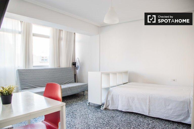 Modern studio apartment for rent, Camins al Grau, Valencia