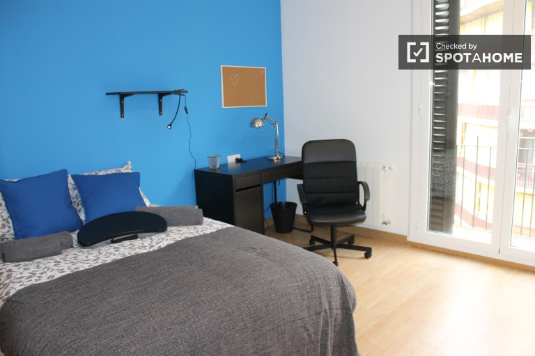 Furnished room in shared apartment in Eixample, Barcelona