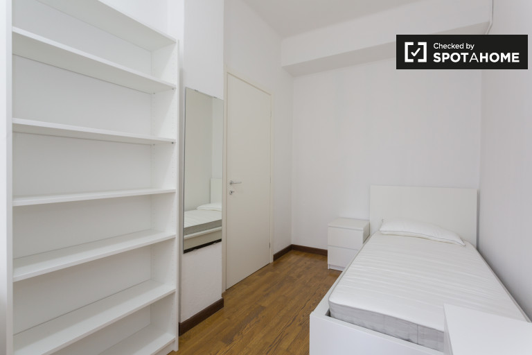 Furnished room in apartment in Sesto San Giovanni, Milan