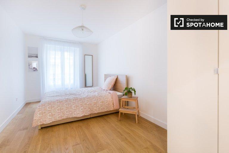 Bright room 7-bedroom apartment in 9th arrondissement, Paris