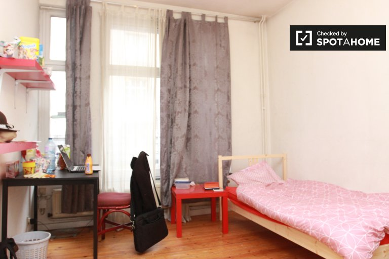 Single bedroom for rent in heart of Brussels