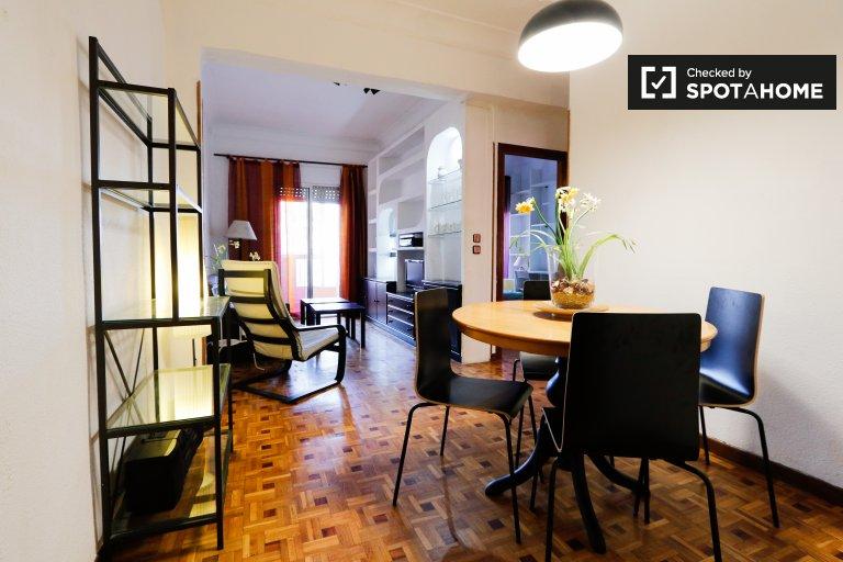Tidy 3-pokojowe mieszkanie do wynajęcia w Retiro, Madryt