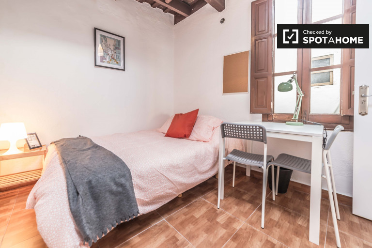 Furnished room in 4-bedroom apartment, Eixample, Valencia