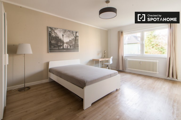 Double Bed in Spacious rooms for rent in 2-bedroom apartment in Steglitz