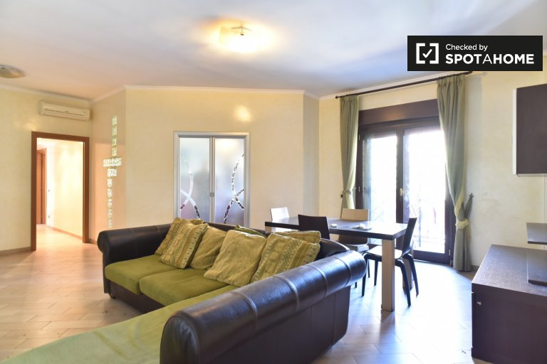 3-bedroom apartment with AC for rent in Portuense