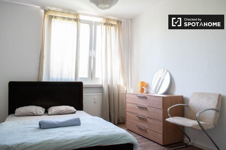 Room for rent in 2-bedroom apartment in Marzahn-Hellersdorf