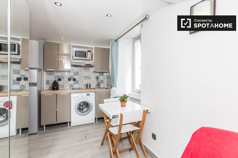 Studio apartment for rent in Paris 11