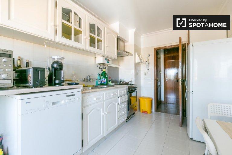 Kiralık tek kişilik oda, 4 yatak odalı daire, Zambujal, Lizbon