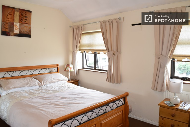Bedroom 1 with single and double bed
