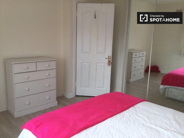 Schönes Zimmer in 3-Zimmer-Wohnung in Tallaght, Dublin
