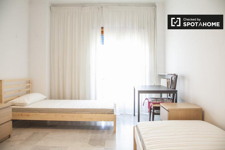 Łóżko do wynajęcia w mieszkaniu w Tuscolano, Rzym