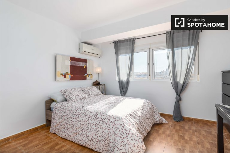 Big room for rent in L'Olivereta, Valencia