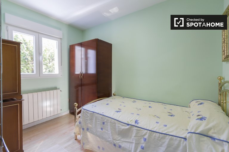 Room in 2-bedroom apartment in Puente de Vallecas, Madrid