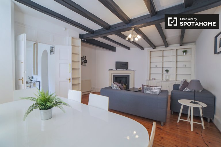 Stylish 3-bedroom flat to rent in Kensington, London