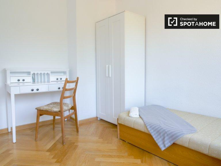 Pokój w domu z 3 sypialniami w Treptow-Köpenick