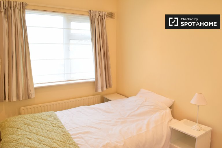 Double Bed in Rooms for rent in cozy 4-bedroom house in Portmarnock
