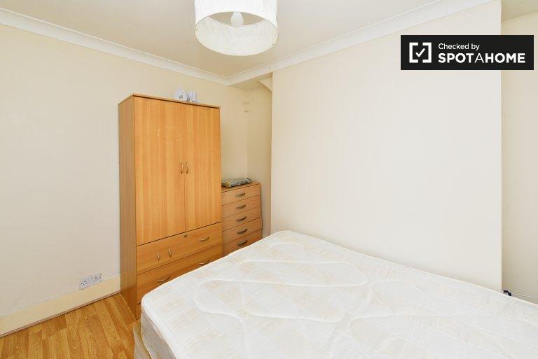 Chambre lumineuse dans un appartement de 3 chambres à Whitechapel, Londres