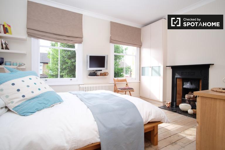 Encantadora habitación en piso de 3 habitaciones en Bounds Green, Londres