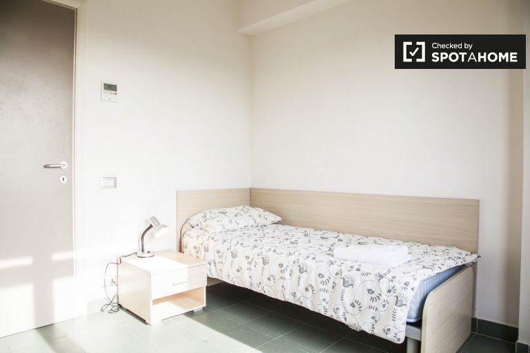 Single Bed in Rooms for rent in cozy 2-bedroom apartment near Faculty of Medicine in Tor Vergata