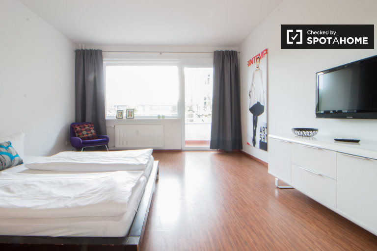 Exterior room in 2-bedroom apartment in Mitte, Berlin