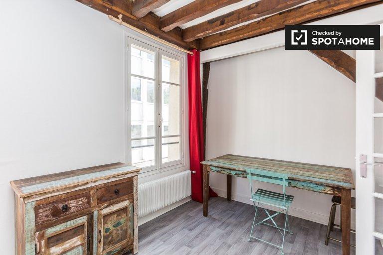 Studio rénové à louer à Censier, Paris