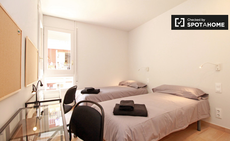 Bedroom 2 - single bed 2