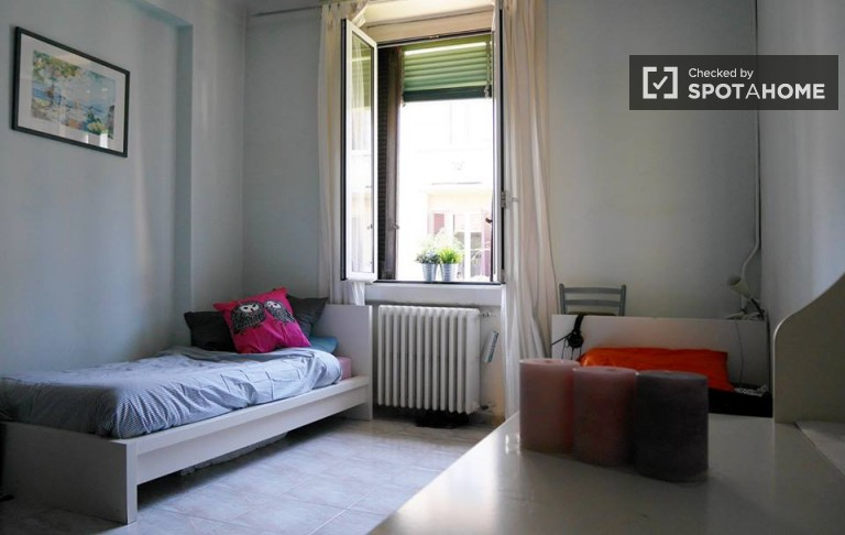 Spacious room in 2-bedroom apartment in Città Studi, Milan