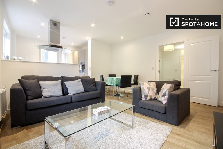 Furnished 2-bedroom flat to rent in Limehouse, London