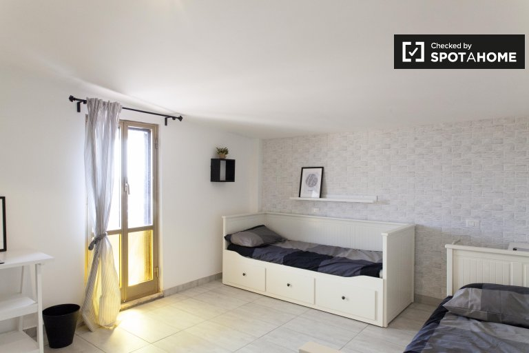 Chambre spacieuse dans un appartement de 2 chambres à Belvedere, Rome