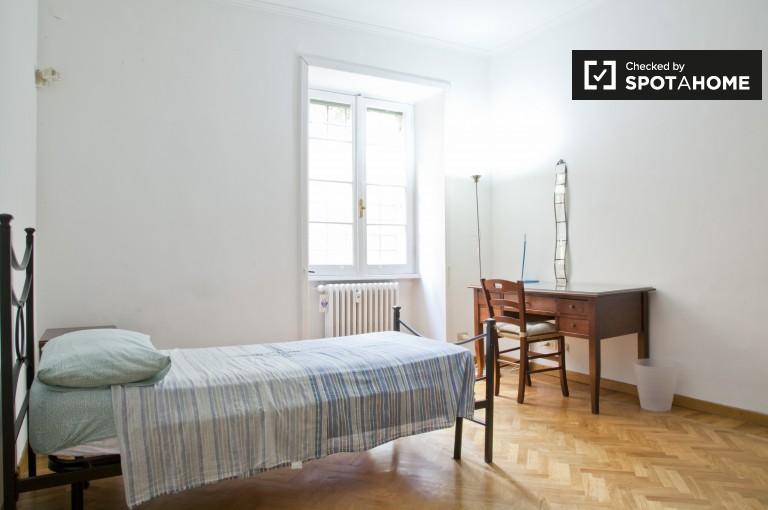 Pokój dwuosobowy w 4-pokojowym apartamencie w Nomentano, Rzym