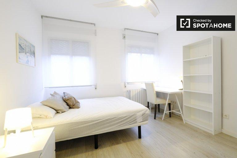 Zimmer zu vermieten in 6-Zimmer-Wohnung in Carabanchel, Madrid