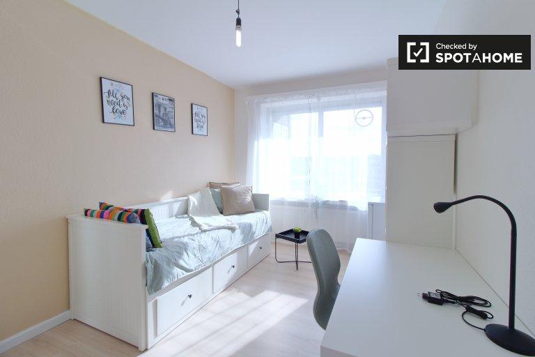 Luminosa stanza in affitto a Molenbeek-Saint-Jean, Bruxelles