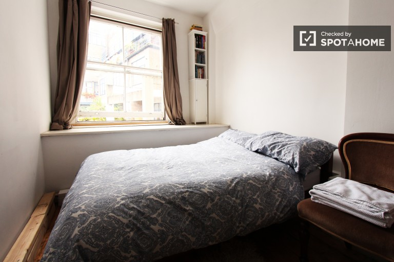 Great room in 2-bedroom flat in Camden, London