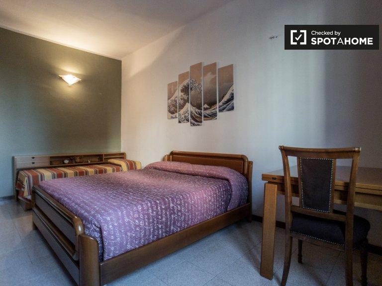 Quarto para alugar em apartamento de 2 quartos na Córsega, Milão
