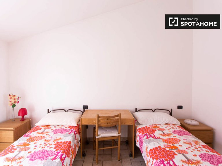 Beds for rent in 2-bedroom apartment in Sesto San Giovanni