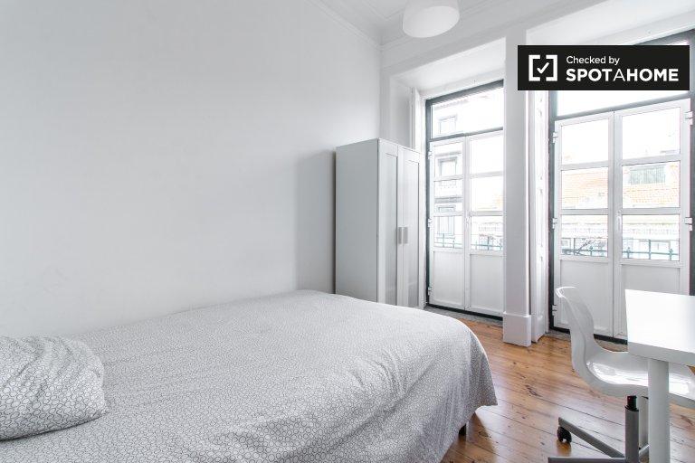 Espaçoso quarto em apartamento de 7 quartos em Arroios, Lisboa