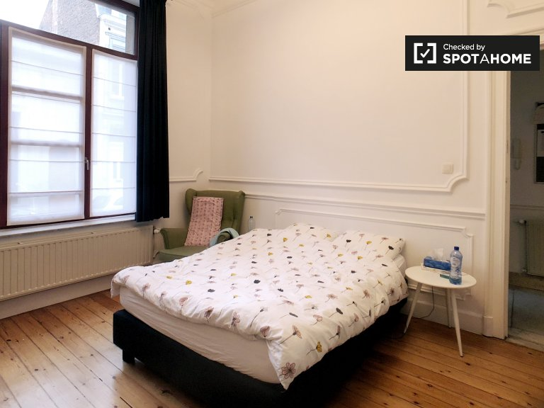 Intimate room in shared apartment in Brussels